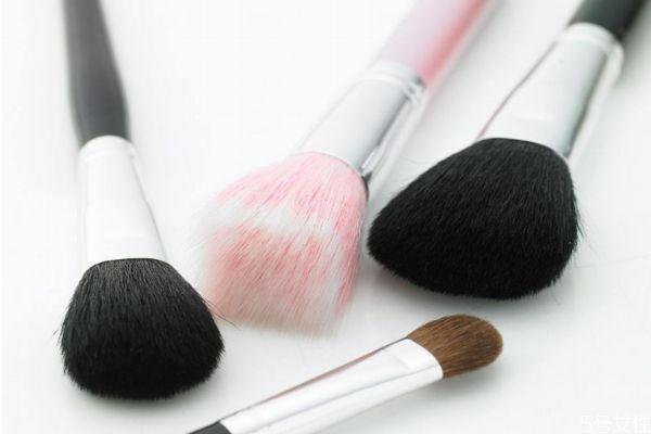 化妆刷是干着用还是湿着用 化妆刷能用太阳晒吗
