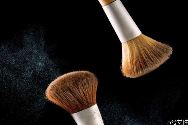化妆刷能用开水泡吗 化妆刷用冷水还是热水