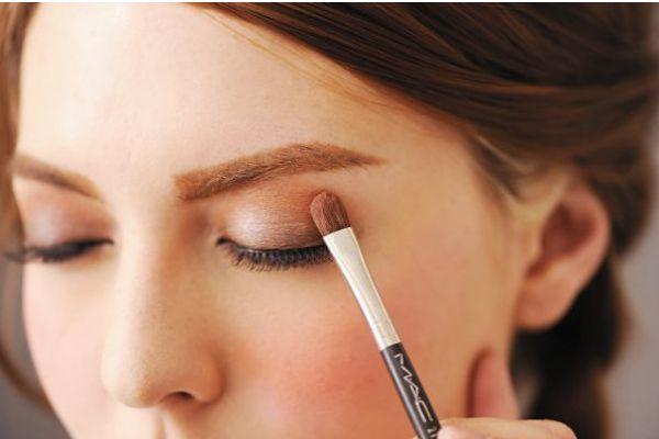 眼影刷和晕染刷的区别 眼影刷的分类