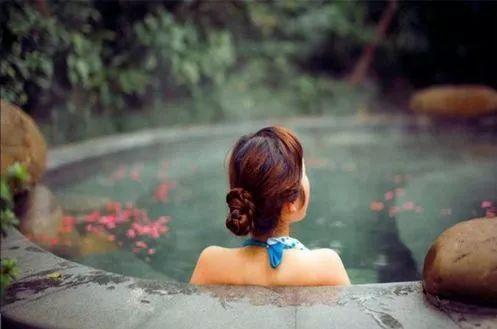 下雨天适合泡温泉吗 温泉适合什么季节泡