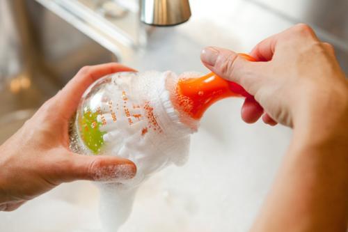 奶瓶可以用洗洁精洗吗 奶瓶用洗洁精洗好吗