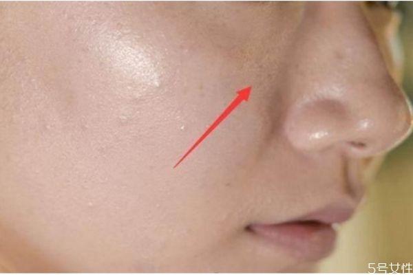 化妆怎么遮盖脖子色差 化妆卡粉什么原因