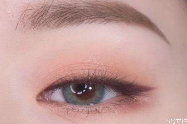 洗眼线睫毛变白怎么办 洗眼线的危害