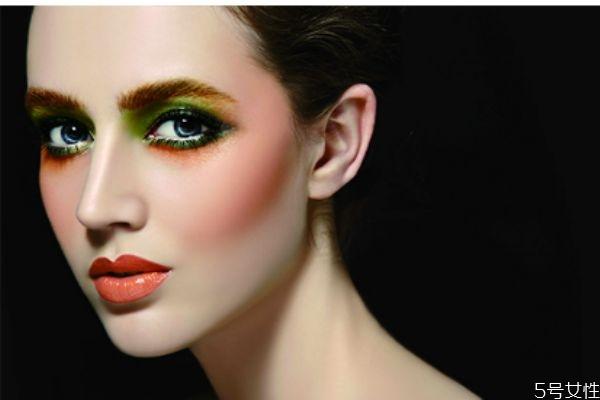 用化妆品脸火辣辣的怎么回事 化妆品过敏怎么办