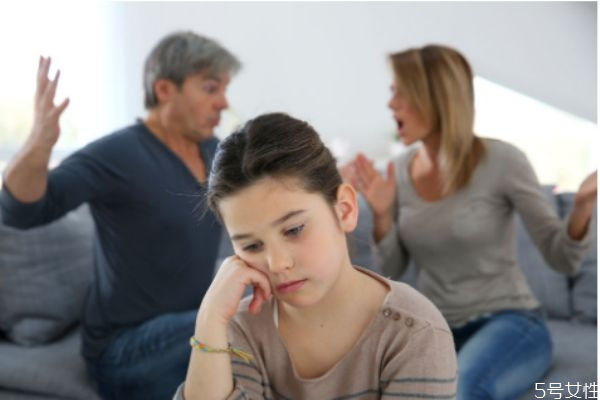 夫妻老吵架怎么办 夫妻吵架是否应该避开孩子