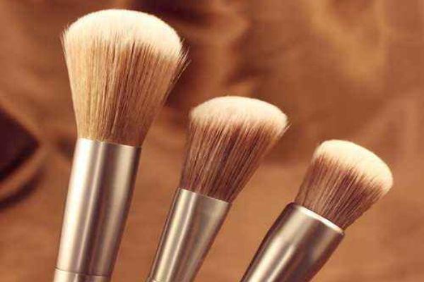 腮红刷的种类 腮红刷和高光刷区别