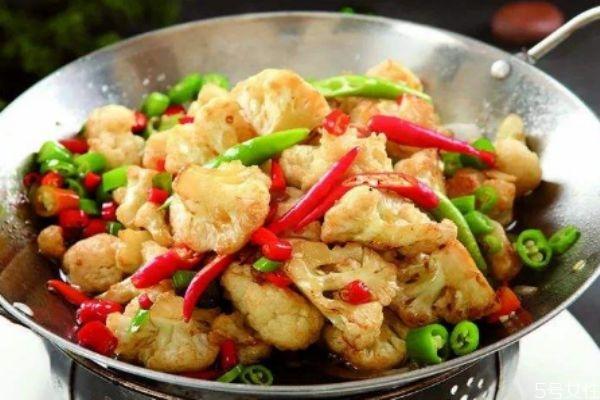 花菜一般煮多久才熟 花菜煮熟会变色吗