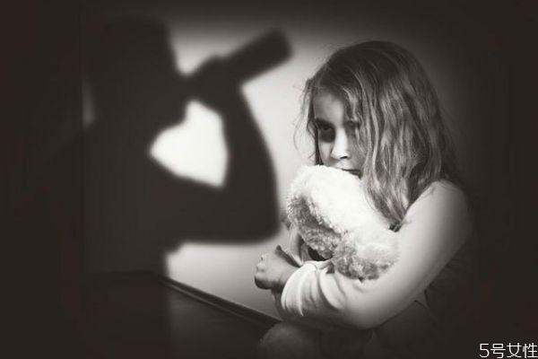 有家暴倾向的人有哪些潜在特征 男人这几种表现小心家暴
