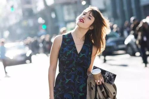 2020年适合矮个子女生的黑色连衣裙 120斤女生穿什么连衣裙好