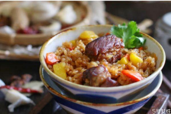 排骨糯米饭怎么做好吃 排骨糯米饭的简单做法