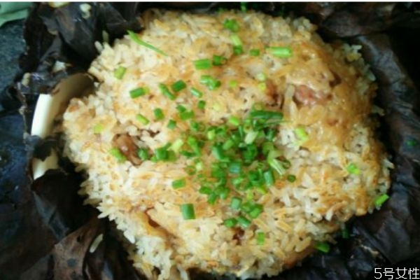 排骨糯米饭可以用电饭锅做吗 排骨糯米饭排骨要炒吗