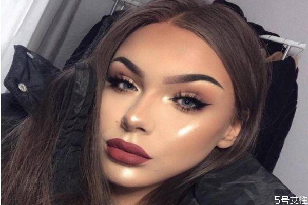 化妆塞到鼻子的白色东西是什么 化妆鼻子里塞的长条