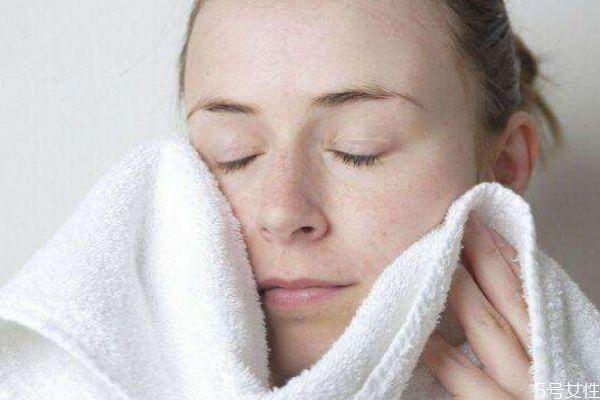 早上洗脸可以不用洗面奶吗 早上洗脸可以用冷水吗