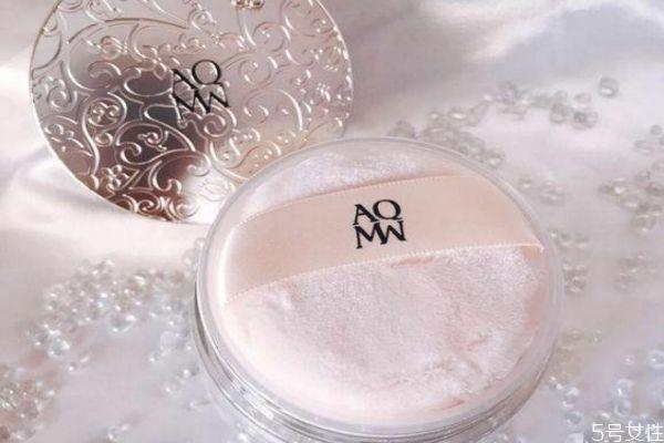 散粉可以用在嘴唇上吗 散粉的作用和用法