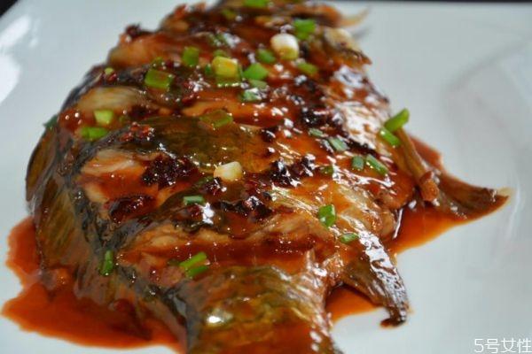 红烧鲫鱼怎么做好吃 红烧鲫鱼的简单做法