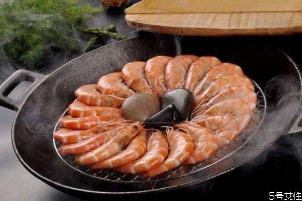 水煮基围虾几分钟好 水煮基围虾要去虾线吗