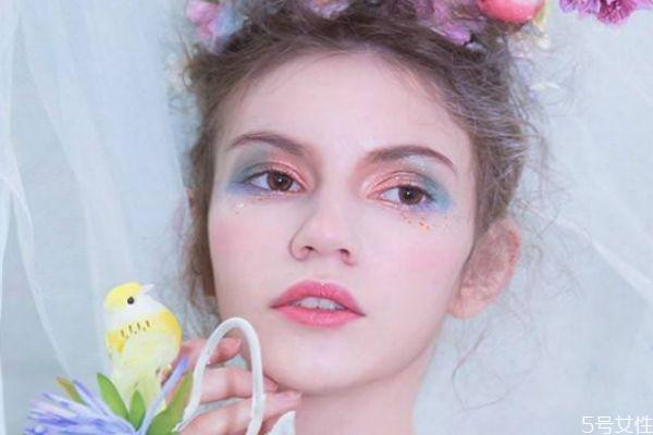 韩式水光妆的画法 怎么化妆简单好看