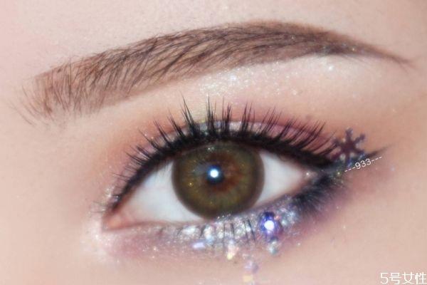 眼部妆容怎么化好看 眼影应该怎么搭配颜色