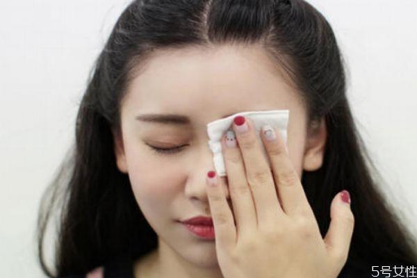 眼部如何卸妆 卸眼妆的简单步骤