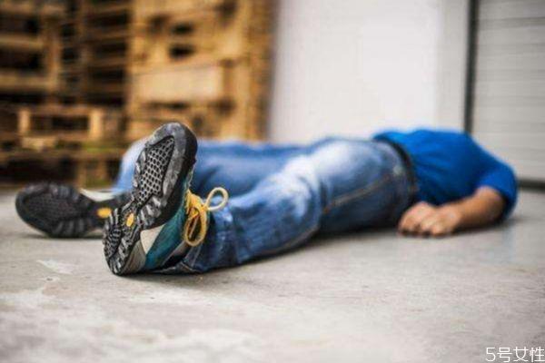 经常熬夜会猝死吗 造成猝死的原因有什么