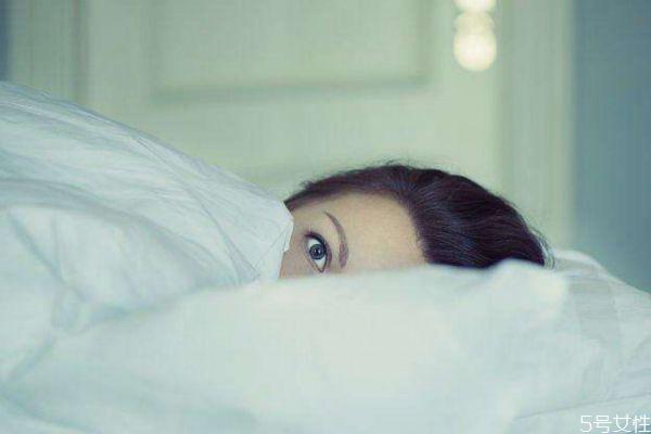 长时间玩手机会造成失眠吗 失眠的原因有什么