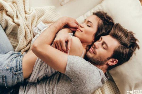 男人有新欢的表现 男人分手后会不会回头