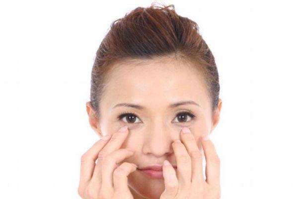 可以去眼袋的眼部按摩手法 眼部按摩需要多久有效果