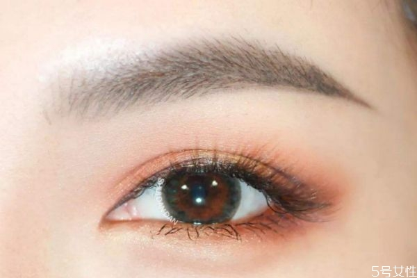 蜜桃色眼妆教程 蜜桃色眼妆怎么画好看