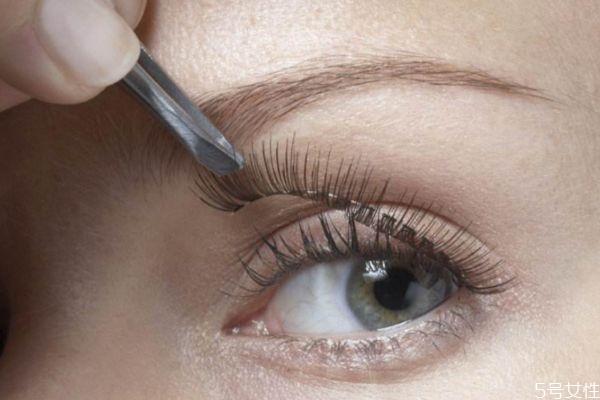 睫毛b翘和c翘的区别 嫁接睫毛会伤害真睫毛吗