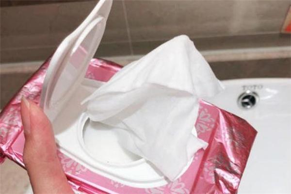 曼丹卸妆湿巾含酒精吗 曼丹卸妆湿巾适合什么肤质