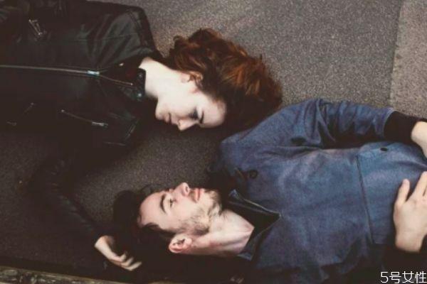 异地恋冷淡期怎么度过 异地恋平淡期如何维持