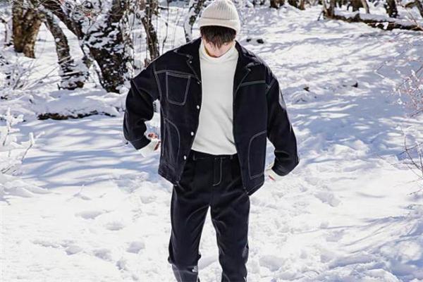 牛仔夹克配什么裤子 牛仔夹克怎么搭配裤子好看
