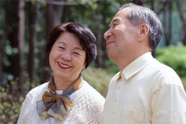 老年夫妻不和睦怎么办 老年夫妻如何相处