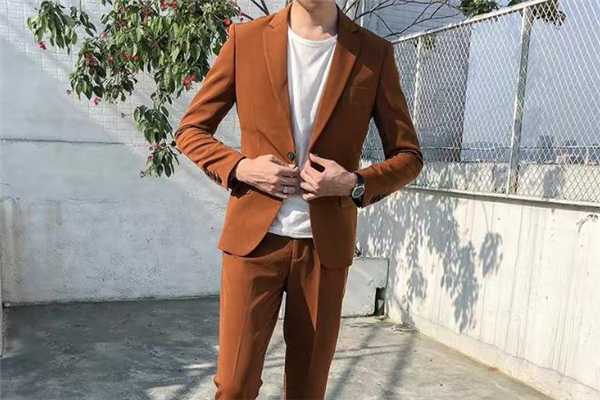 休闲西装什么颜色好看 男士休闲西装什么颜色比较好