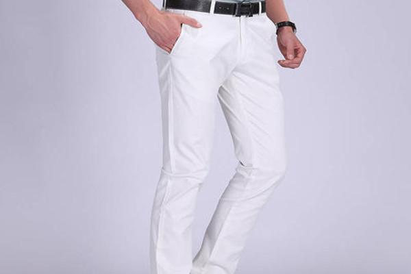 男生白色裤子配什么上衣 男生白色裤子搭配什么鞋子