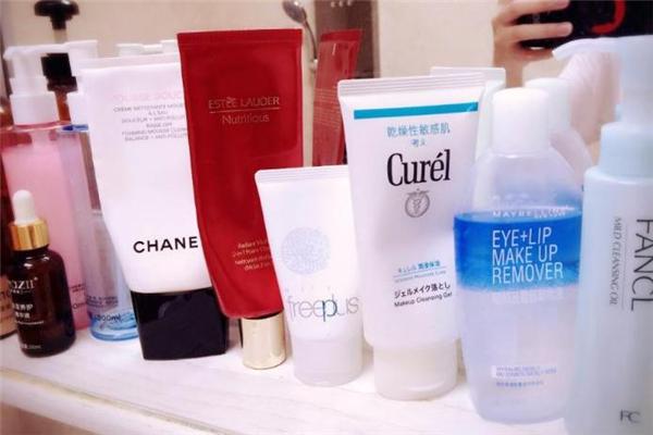 卸妆�ㄠ�适合敏感肌吗 卸妆�ㄠ�对皮肤有伤害吗