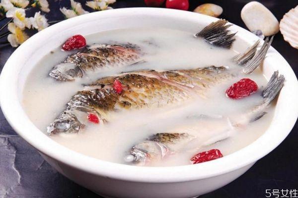 鲫鱼汤怎么做好吃 鲫鱼汤的简单做法