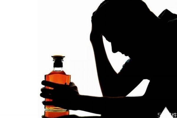 喝到假酒会怎么样 喝假酒的危害