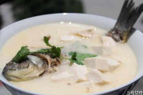 鲫鱼汤怎么做白 鲫鱼汤怎么熬成奶白色