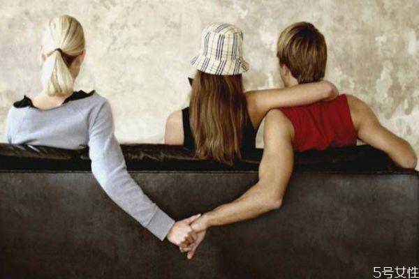 怎么察觉老公外面有人 老公外面有人了的表现