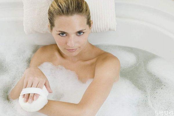 冷水洗澡会发烧吗 冷水洗澡的禁忌