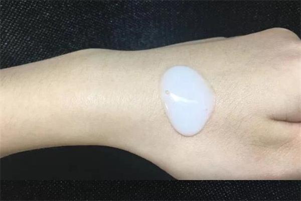 卸妆乳适合敏感肌肤吗 卸妆乳适合干性皮肤吗