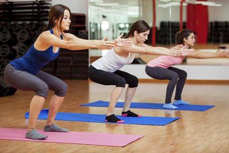 深蹲为什么不提倡护腰 深蹲不提倡戴护腰的原因