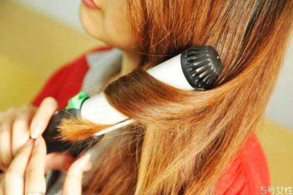 卷发后怎么保持卷度 卷发棒卷头发的使用误区