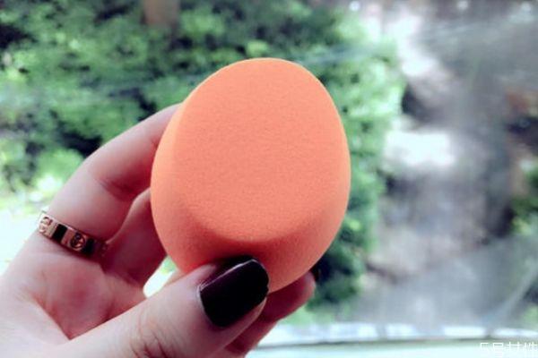 美妆蛋吃粉的表现 美妆蛋吃粉是怎么样的