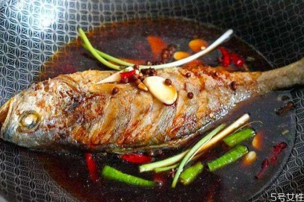 为什么煎鱼会粘锅 造成煎鱼粘锅的原因