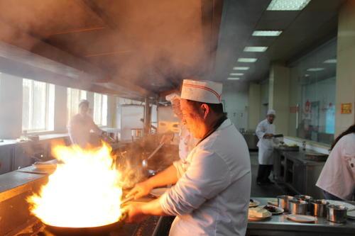 炒菜怎么防止锅起火 炒菜防止锅起火的方法