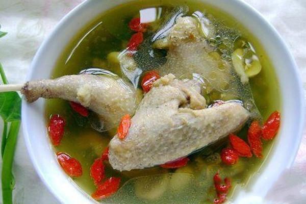 炖鸽子汤为什么放金银花 炖鸽子汤放金银花的原因