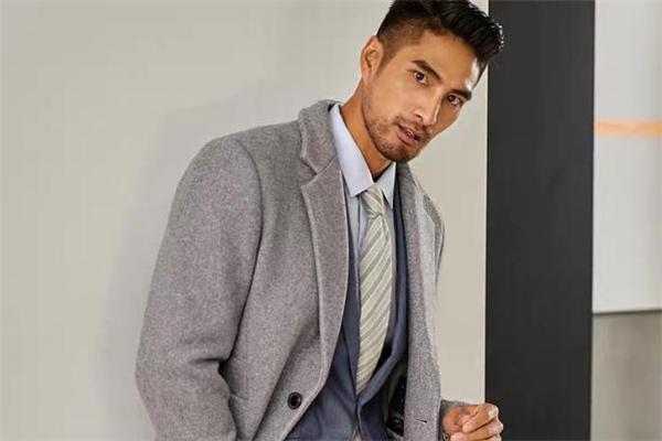 男生灰色大衣怎么搭配 男生灰色大衣配什么内搭