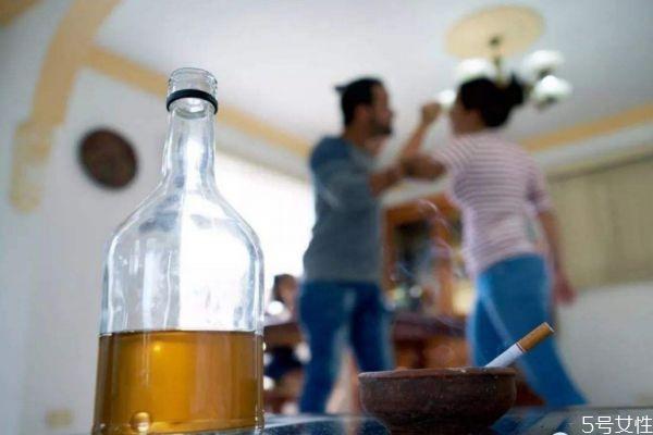 丈夫爱喝酒怎么办 丈夫爱喝酒怎么解决